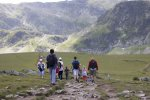 turyści na szlaku w górach